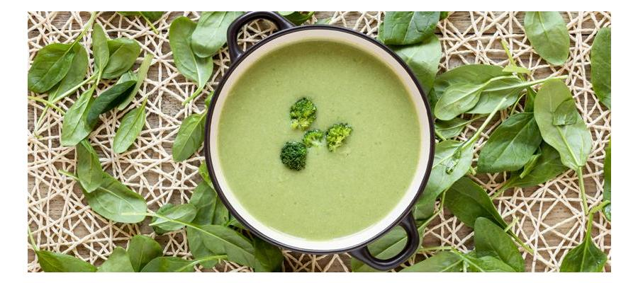 Broccoli soup with smoked trout