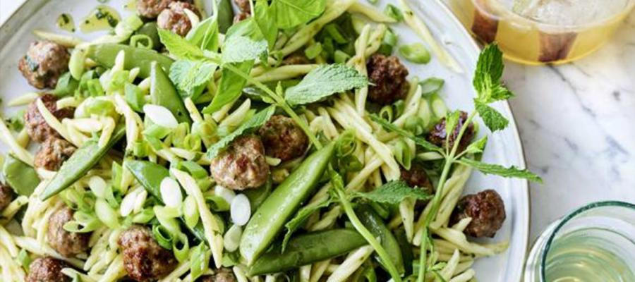 Spicy meatballs and mangetout